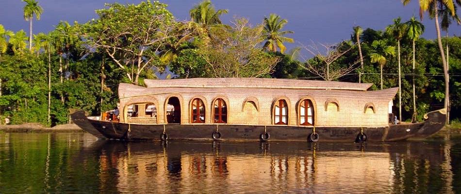 Maravilloso Munnar, Alleppey, Kochi Paquete de luna de miel - 4 noches y 5 días